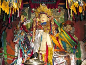 Achi Chökyi Dölma Statue im Stammkloster Drikung Thil